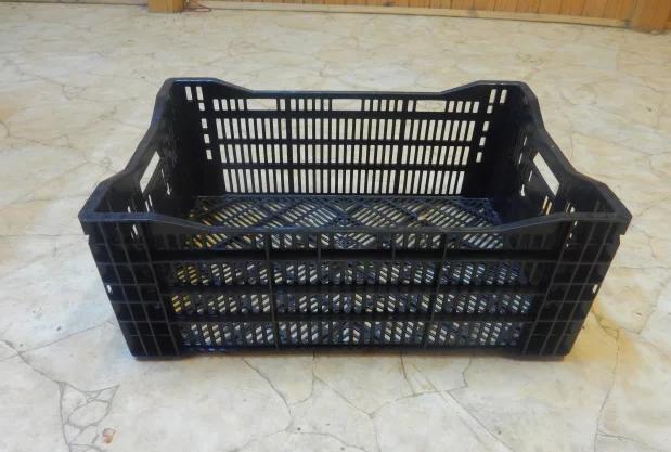 Пластиковый решетчатый ящик